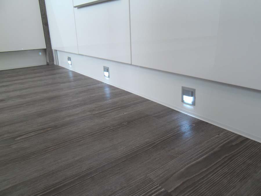 Küche 1 - Sockelbeleuchtung