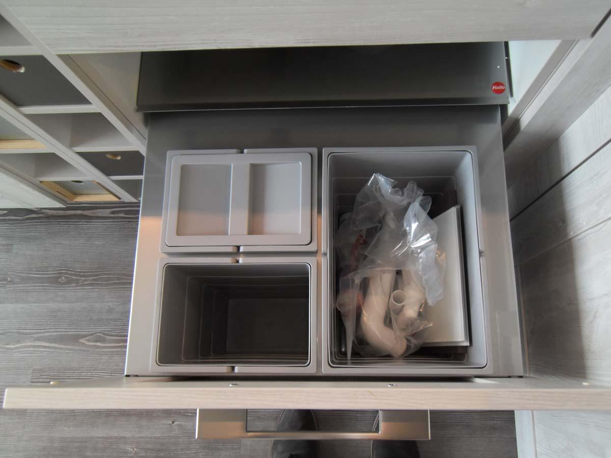 Küche 3 - Abfalltrennsystem