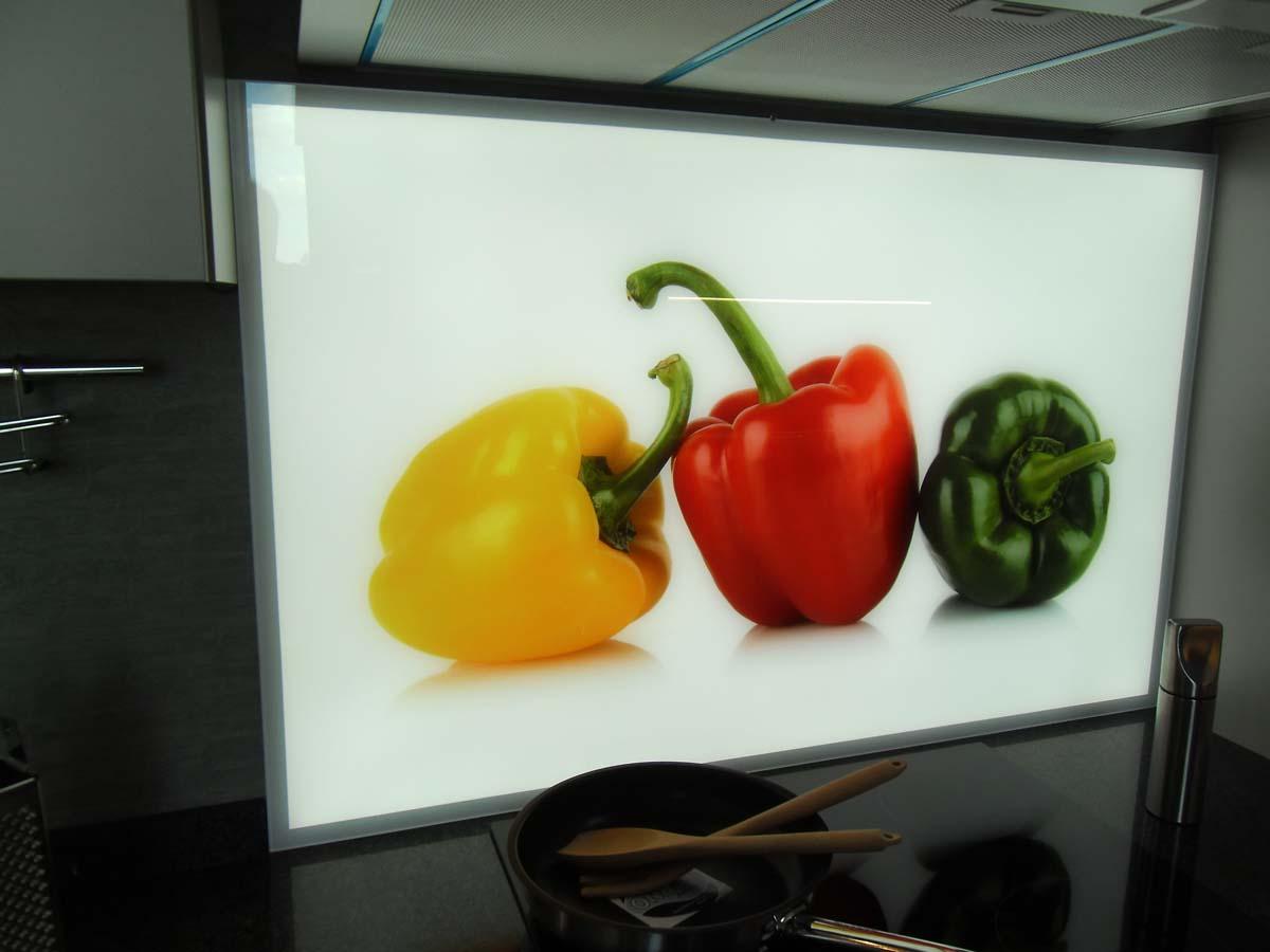 Küche 3 - Glasrückwand mit Digitaldruck und LED Flächenbeleuchtung