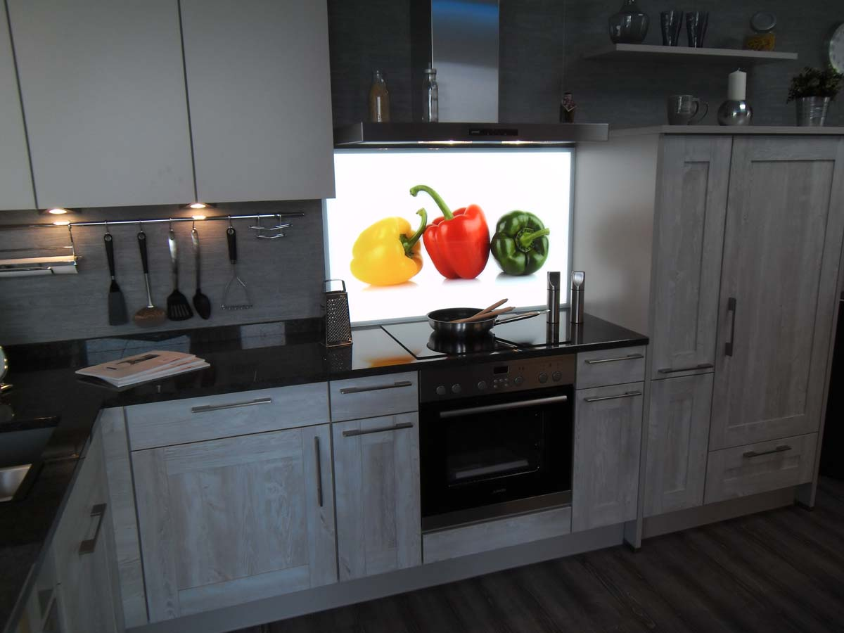 Küche 3 - Glasrückwand mit Digitaldruck und LED Flächenbeleuchtung2