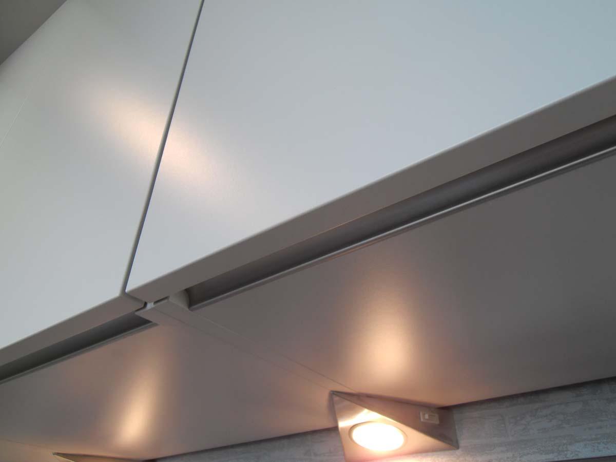 Küche 3 - Oberschränke grifflos