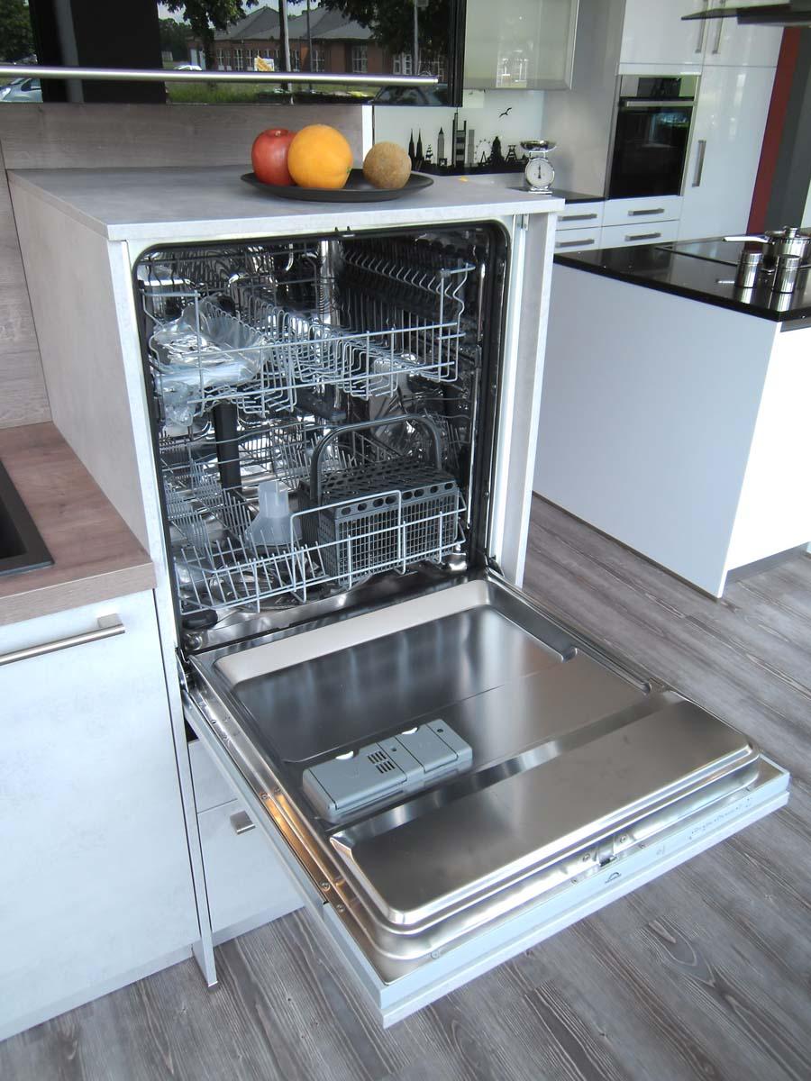 Küche 4 - Geschirrspüler hochgebaut