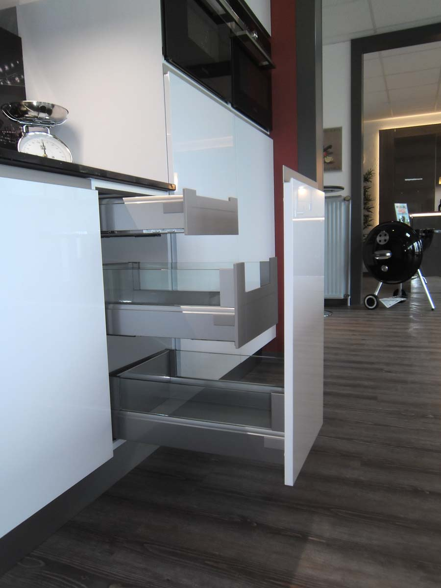 Küche 5 - Auszüge mit Glasseitenwand