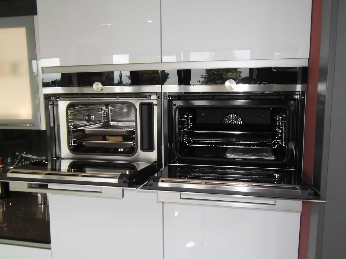 Küche 5 - Kompaktbackofen und Dampfgarer im Duett