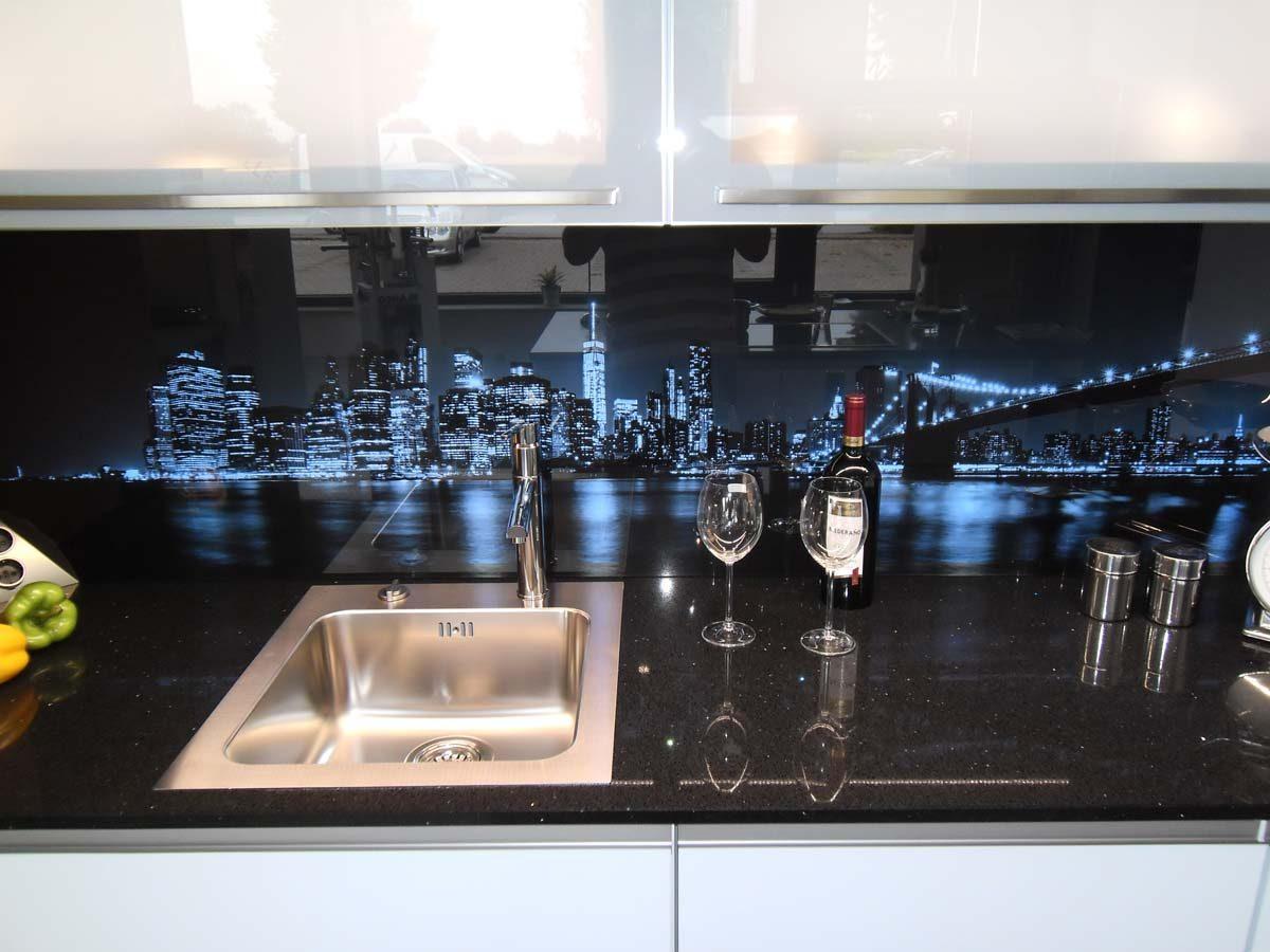 Küche 5 - Glasrückwand mit LED Farbwechsel-Beleuchtung 1/3