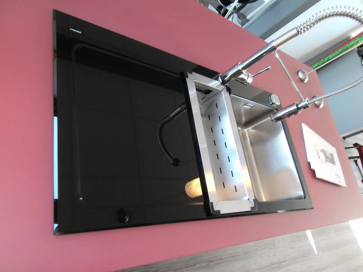Küche 6 - Spüle aus Schwarzglas und Glasarbeitsplatte 1/2
