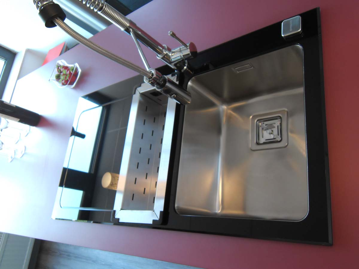 Küche 6 - Spüle aus Schwarzglas und Glasarbeitsplatte 2/2