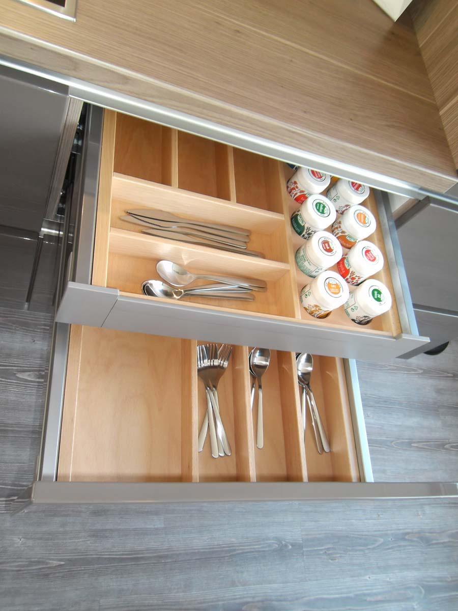 Küche 6 - Besteckeinsätze auch Buche massiv mit Gewürzdoseneinsatz