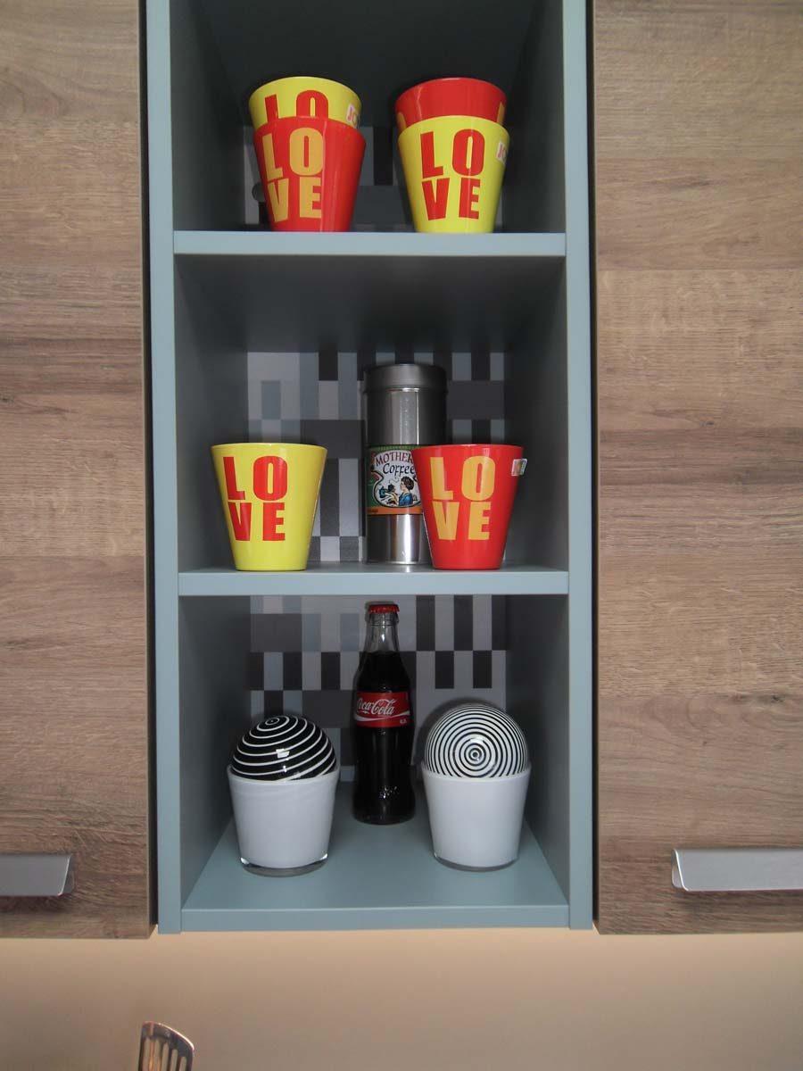 Küche 8 - Regal mit dekorativer Rückwand2