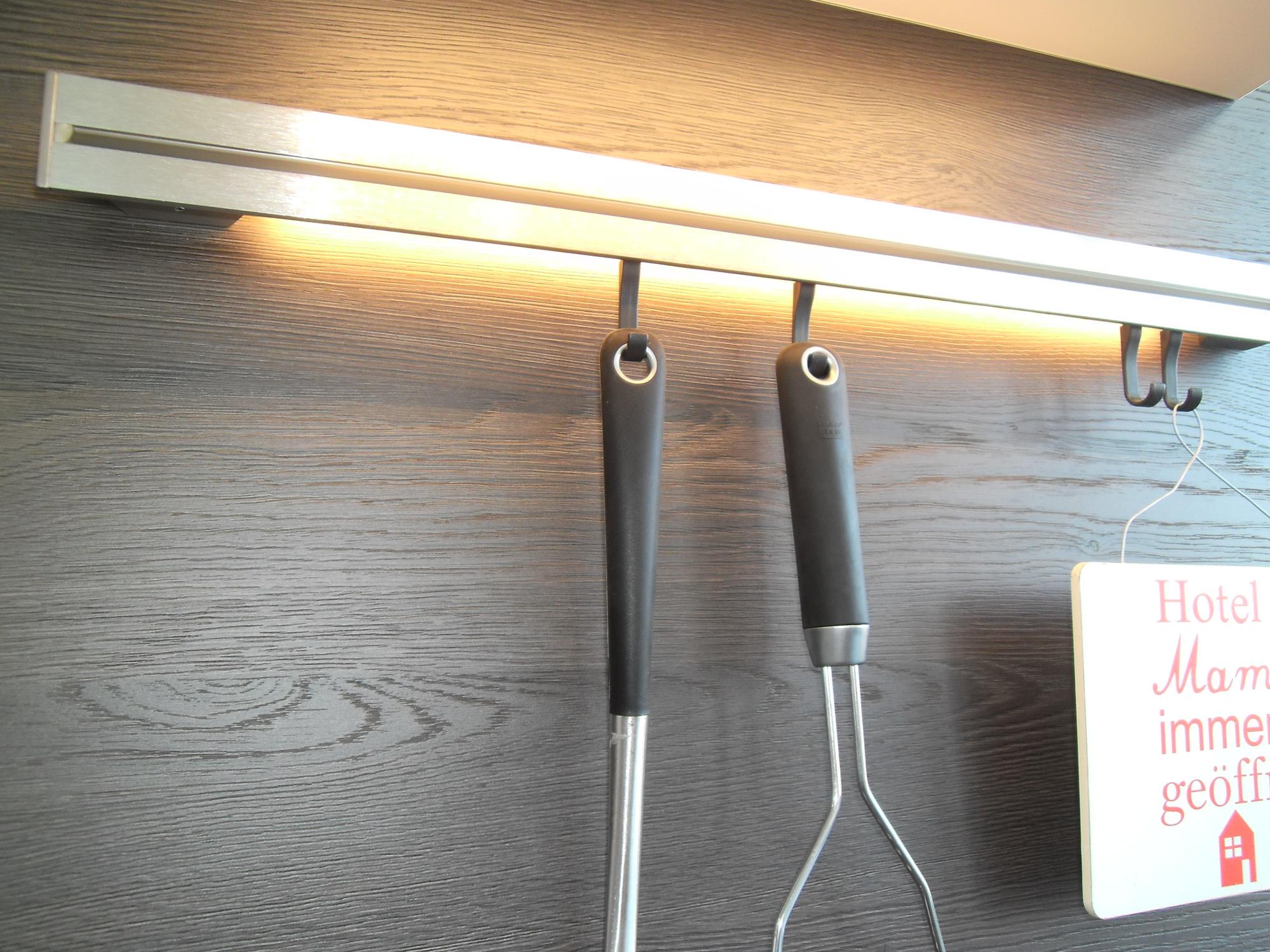 Reling für Küchenhelfer mit int. LED-Beleuchtung - Küche Life Style