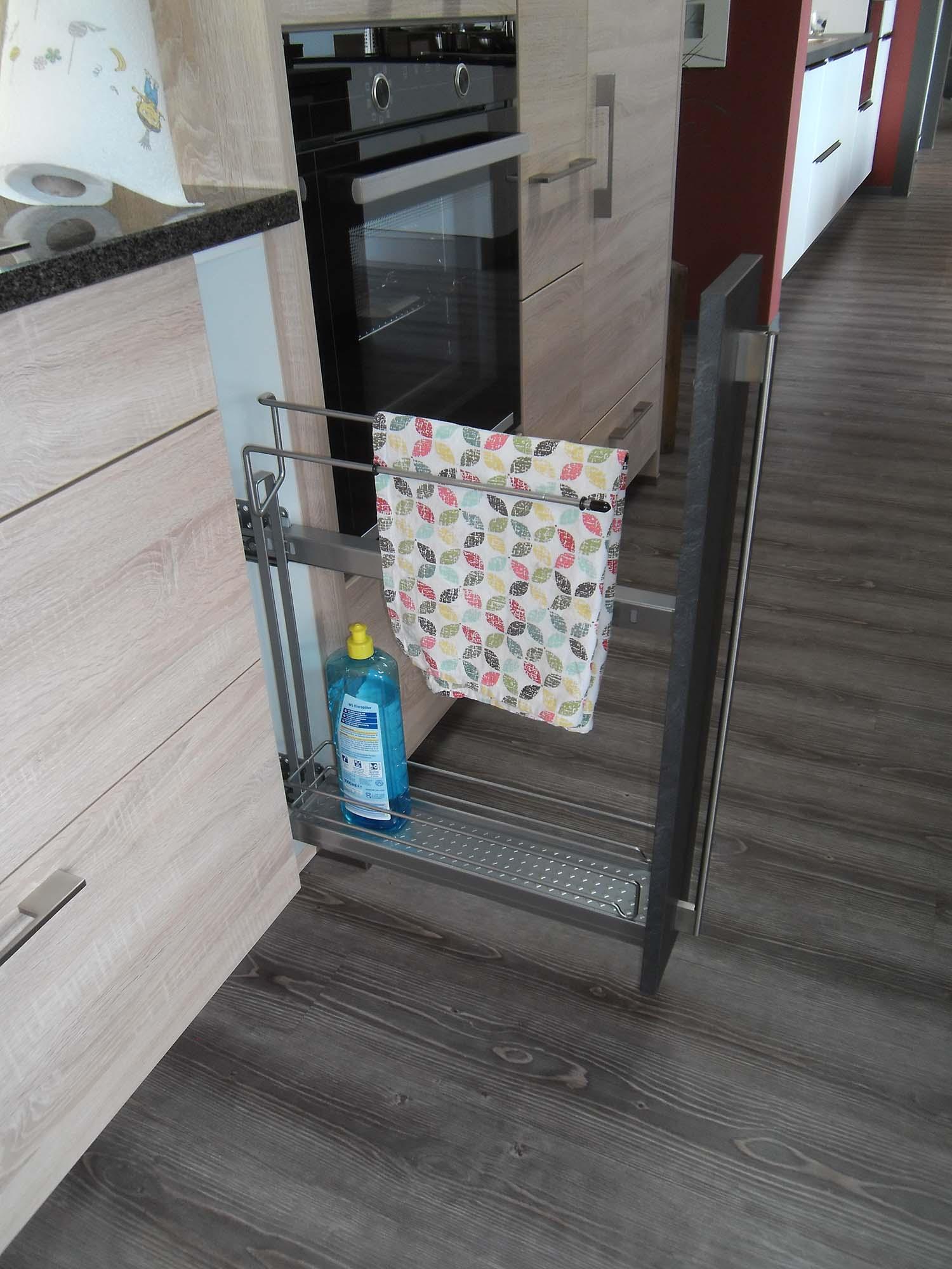 Unterschrank mit Handtuchhalter Auszug