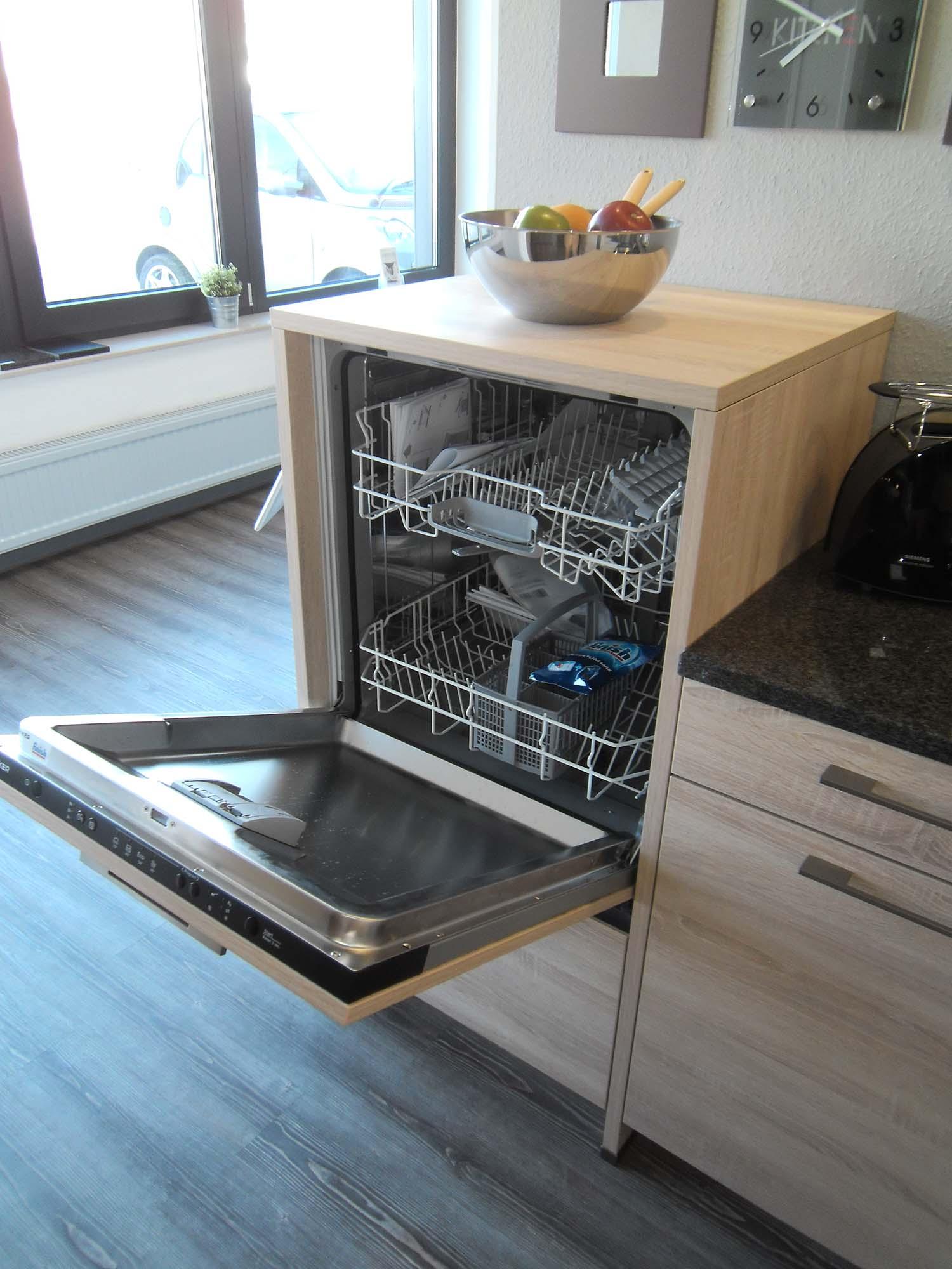Geschirrspüler ergonomisch hochgebaut