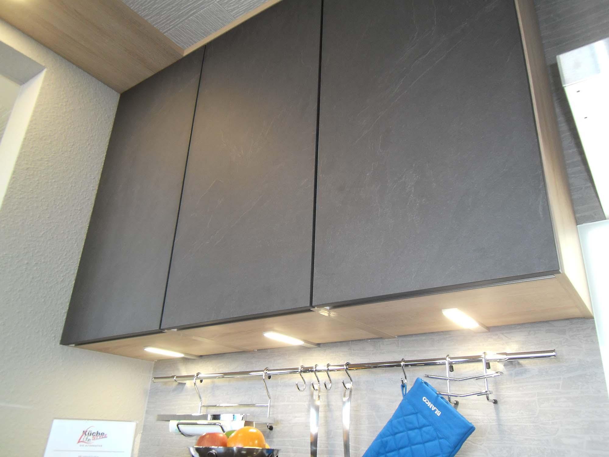 """""""grifflose"""" Oberschränke mit untergebauter LED-Beleuchtung"""