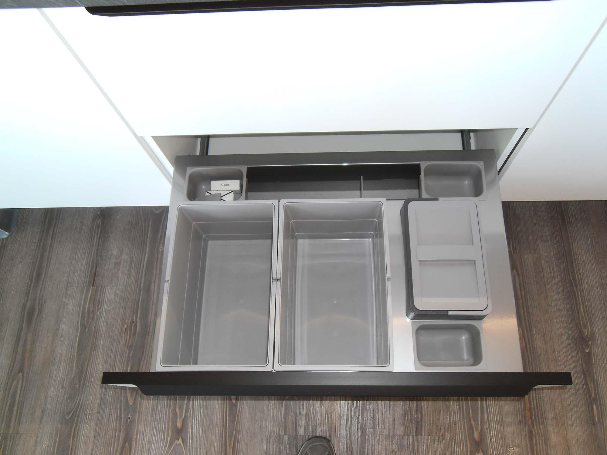 Abfalltrennsystem mit Organisationsboxen