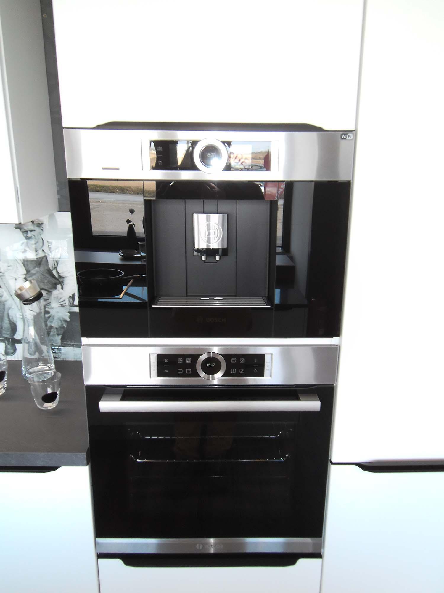 hochgebauter Backofen und Kaffeevollautomat