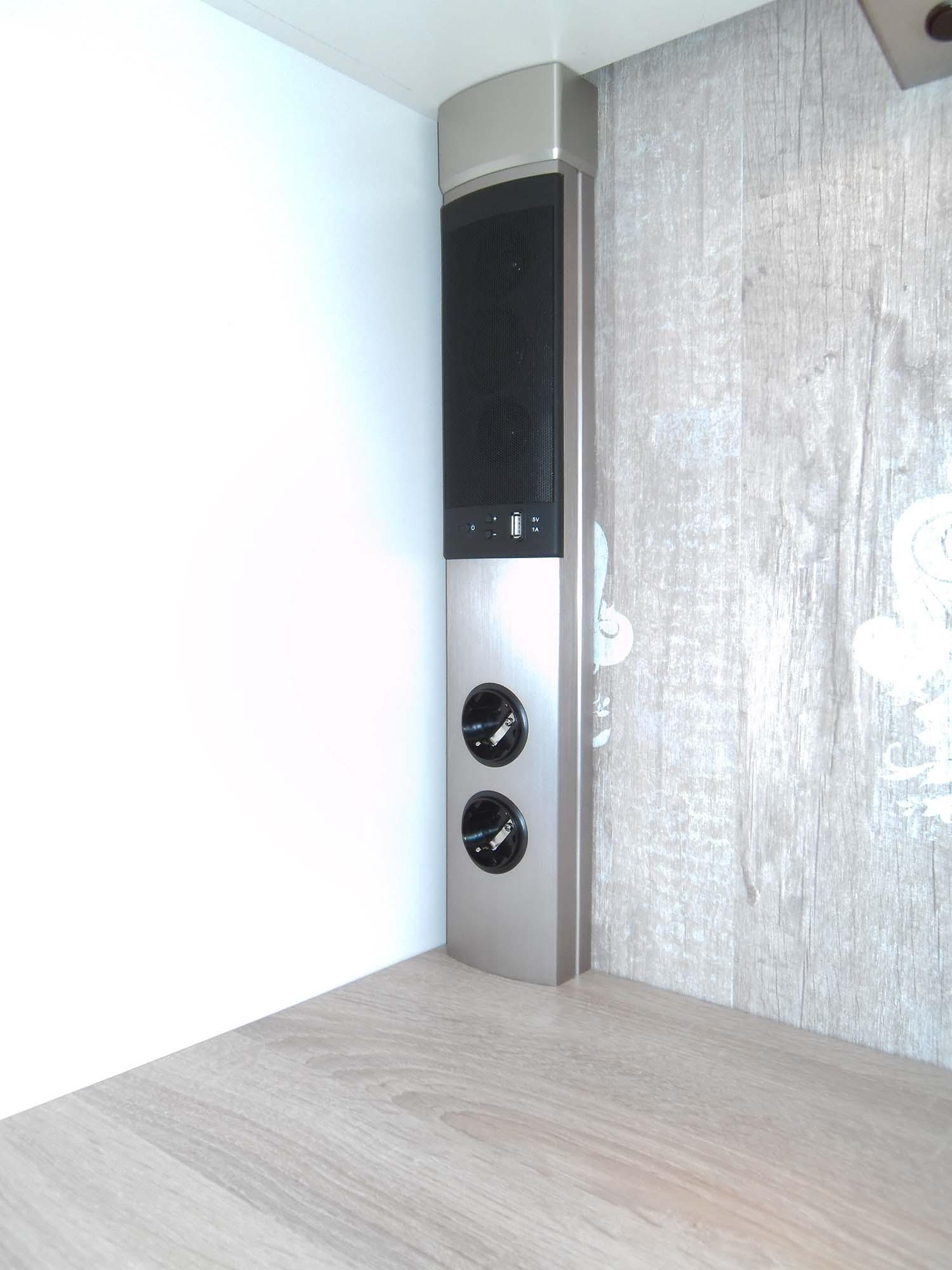 Steckdosenleiste mit int. Radio, Lautsprecher und Bluetooth Empfänger