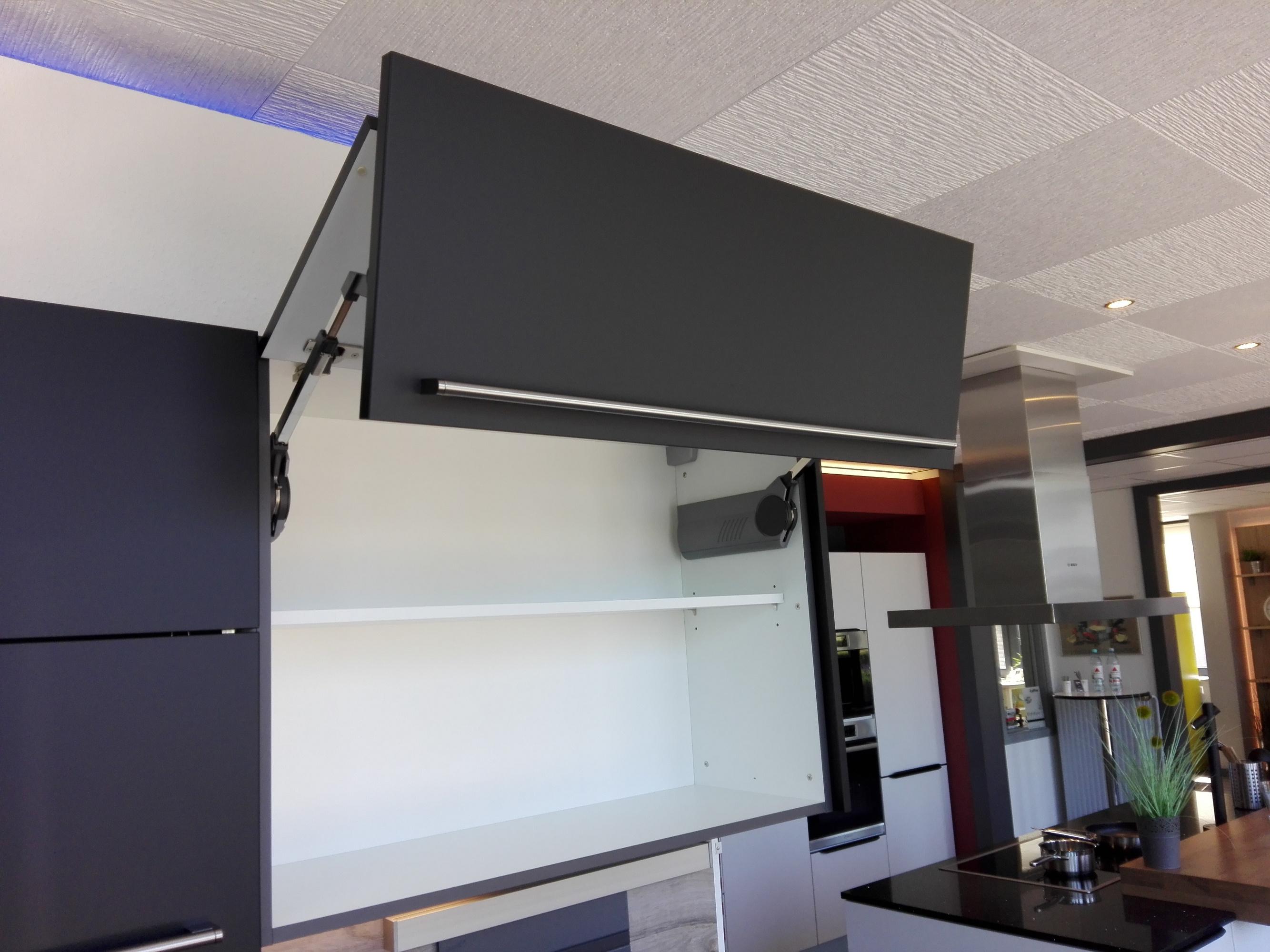 Küche 4 - Wandschrank mit Faltklappen