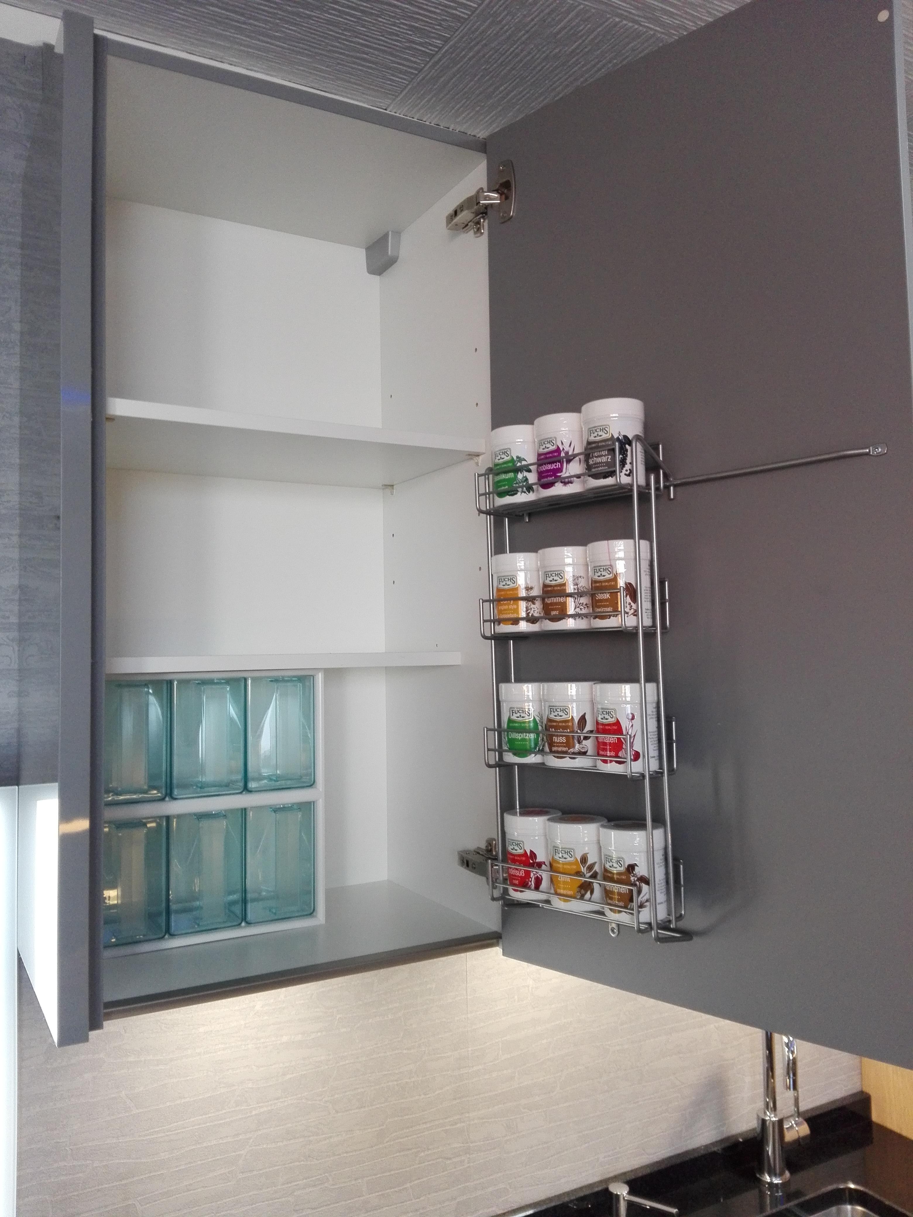 Küche 16 - Klassisch: Oberschrank mit Gewürzregal und