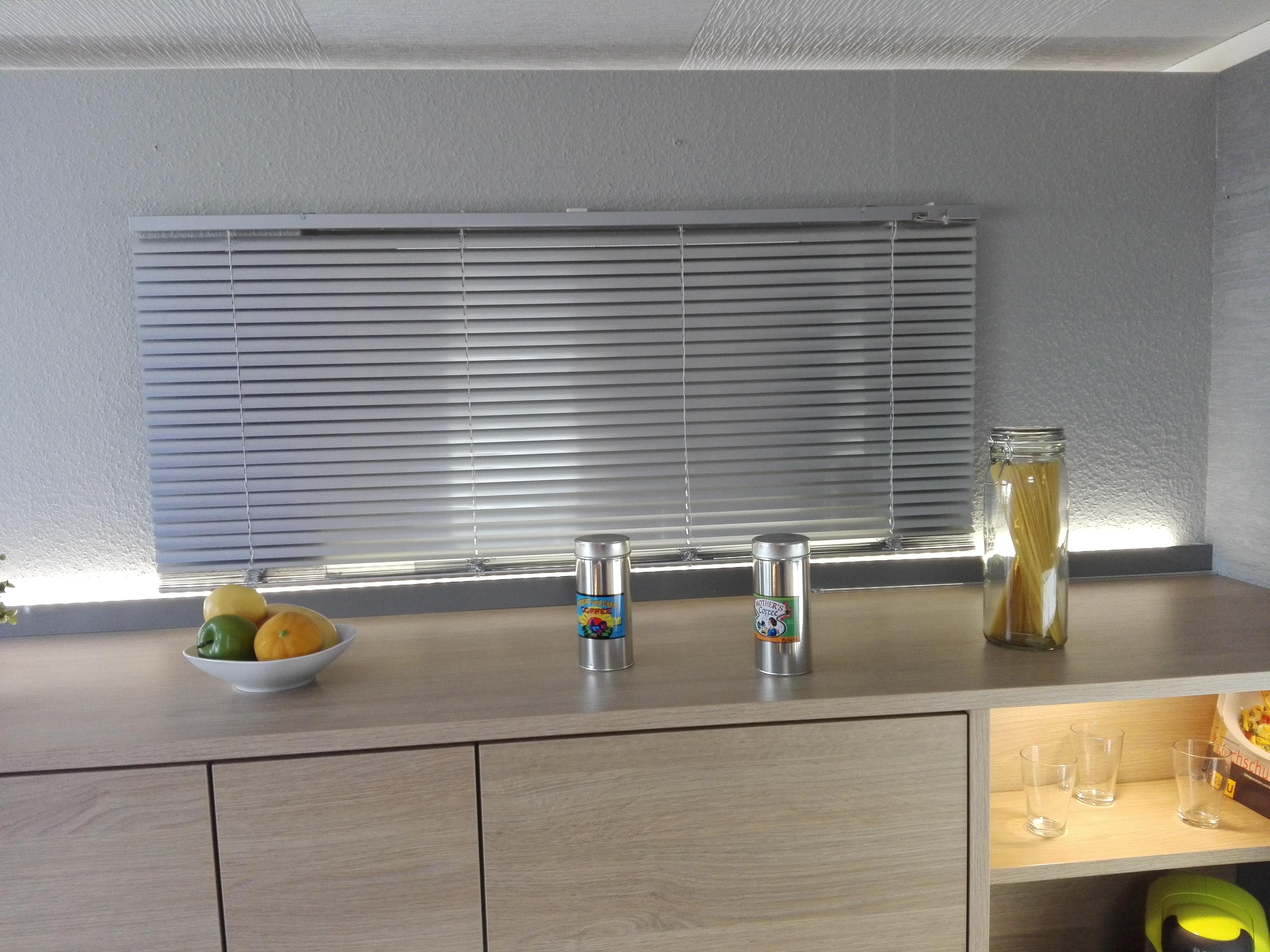 Küche 18 - LED-Ambientebeleuchtung auf den Hochschränken - Küche
